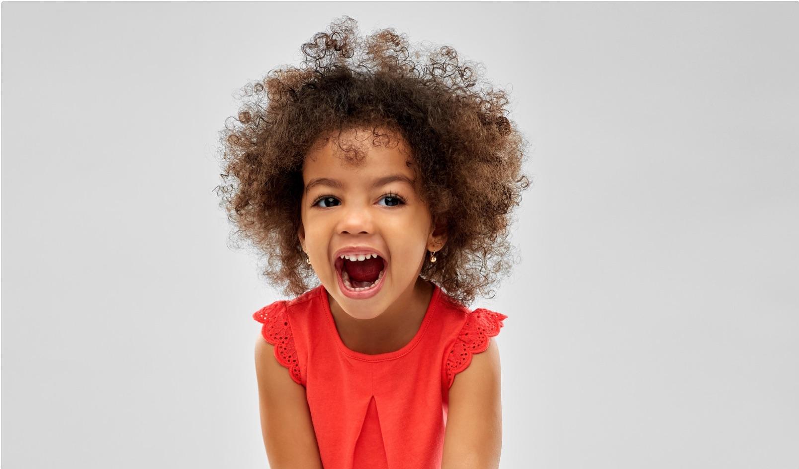 Wann bekommen Kinder ihre ersten Milchzähne und wie lassen