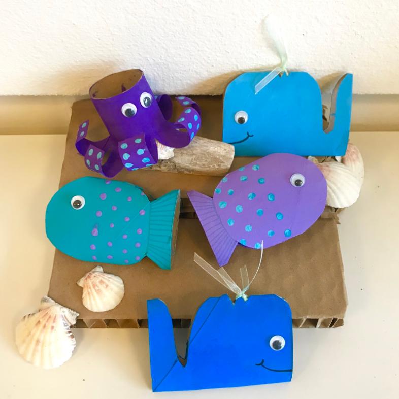 Animali marini fatti con i rotoli di carta igienica