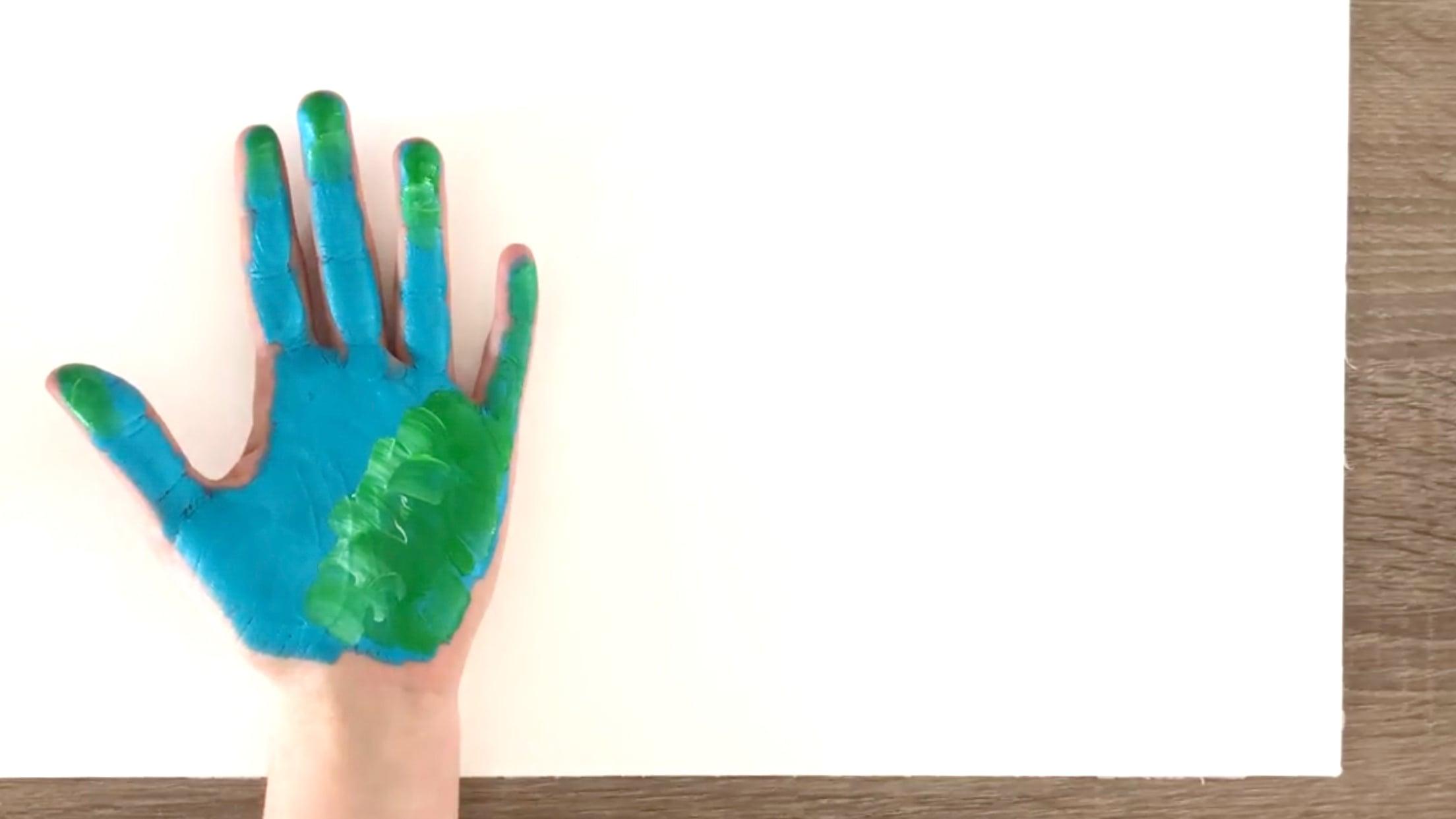 Manualidad de dinosaurio con pintura