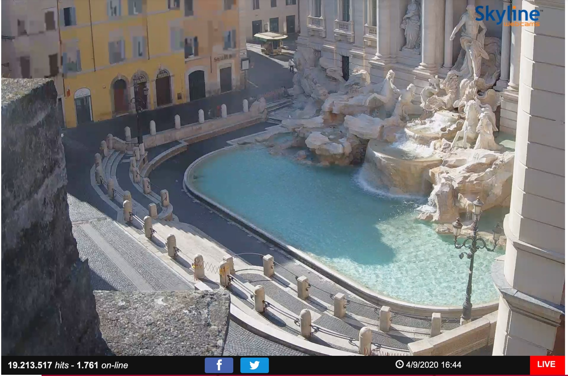 Live cam screenshot of Trevi Fountain in Rome