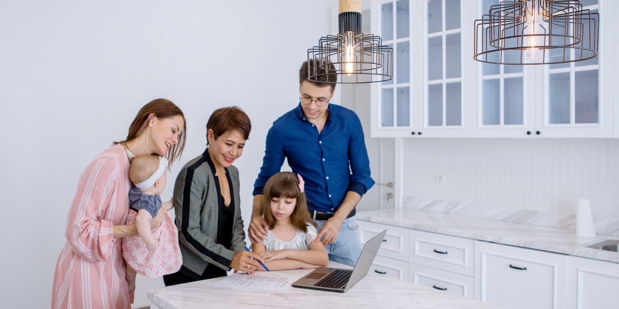 Contratto babysitter 2020: cosa fare per essere in regola