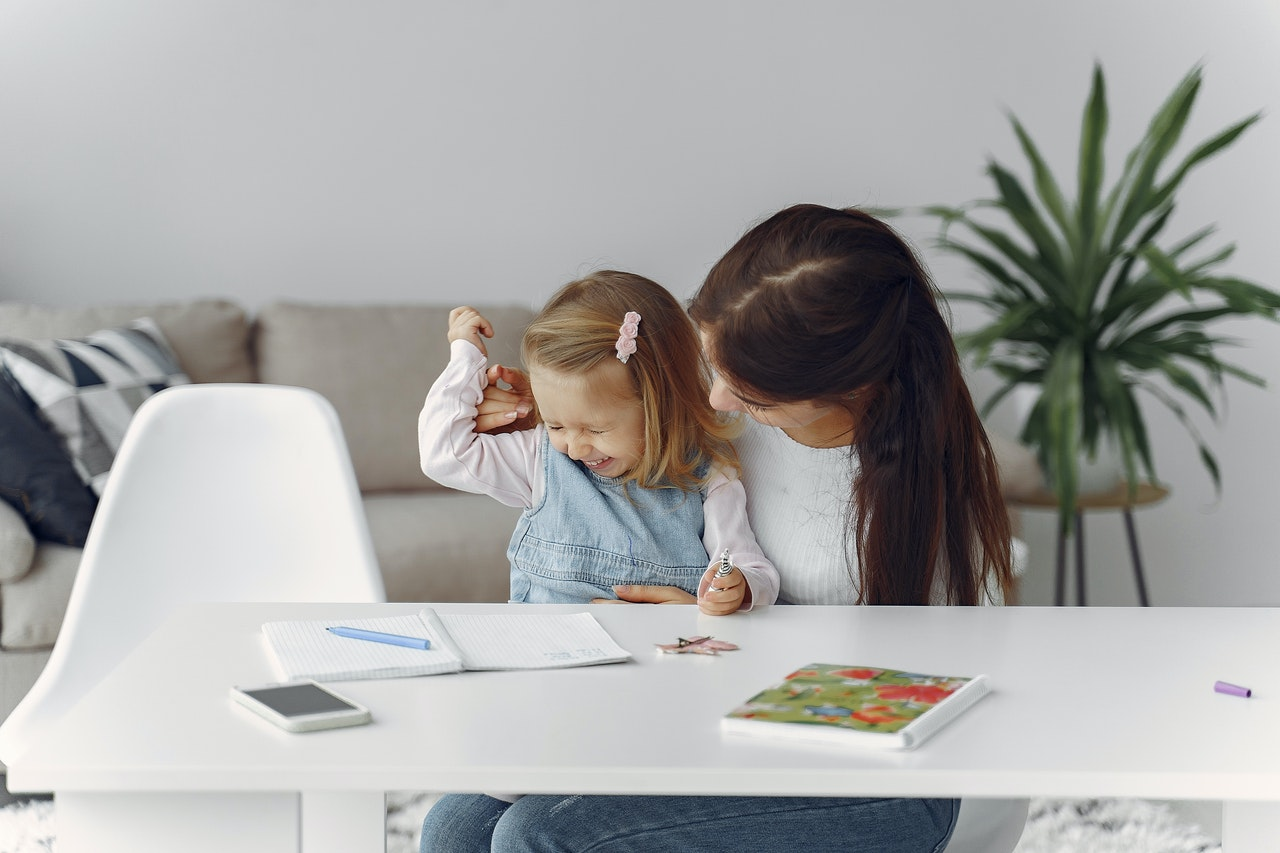 Teen Babysitting: is it allowed and how to babysit as a teen