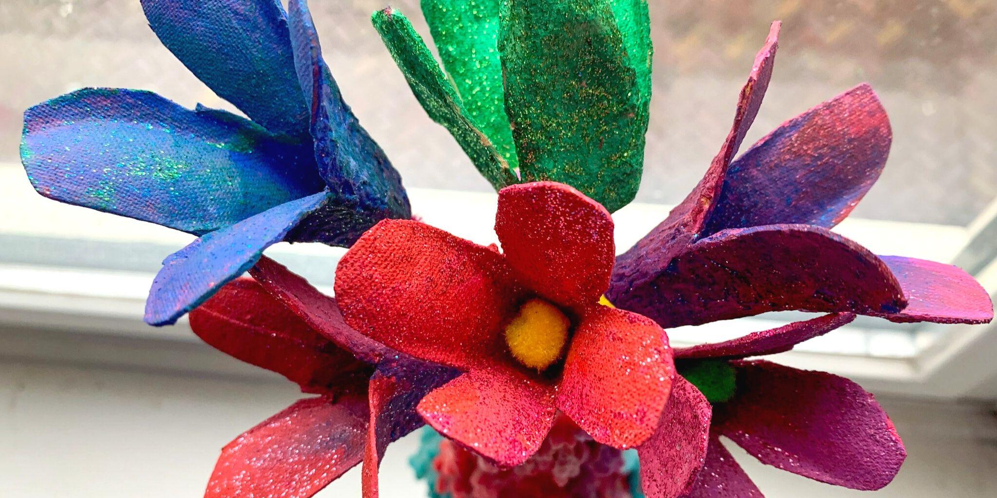 Manualidad de tulipanes de cartón