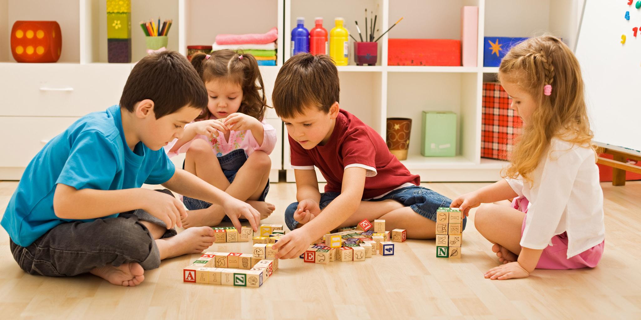Lastenhoitaja, nanny tai perhepäivähoitaja - mikä on teidän perheelle sopivin hoitomuoto?