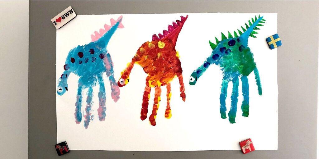 Peinture dinosaure à réaliser avec les doigts