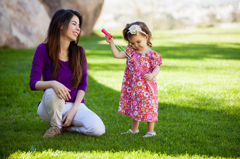 Qual a diferença entre babysitter, ama e nanny?