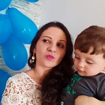 Emprego de babá Joinville: emprego de babá Hadsamyta