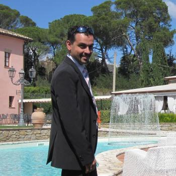 Genitore Viareggio: lavoro per babysitter Daniele