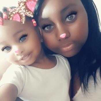 Babysitter London: Denisha