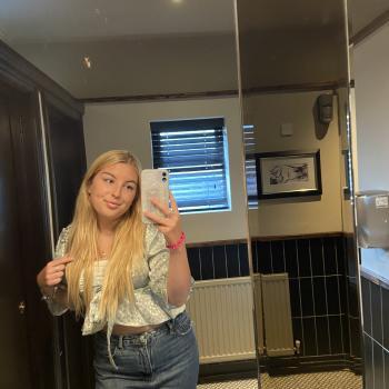 Babysitter in Stoke-on-Trent: Lily