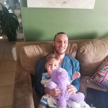 Babysitter in Dunedin: Kenneth