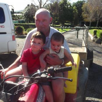 Babysitting job Drury: babysitting job Paul