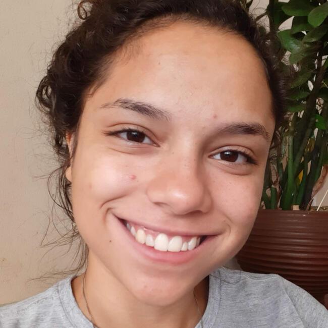 Babá em Londrina: Raquel