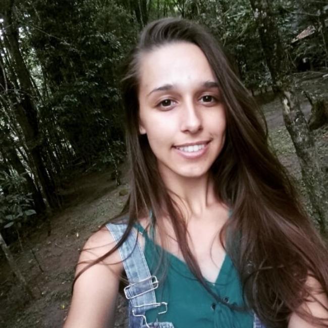 Babá em Pelotas: Tchéscia Naiume