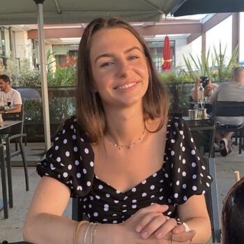 Baby-sitter in Hyères: Amandine