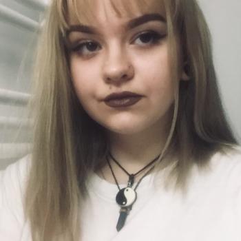 Babysitter Manchester: Eléna
