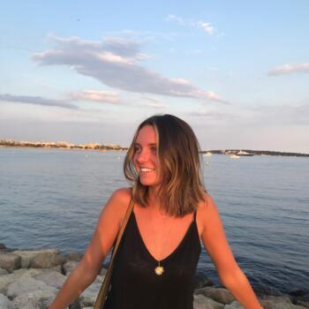 Babysitter in Cannes: Laura