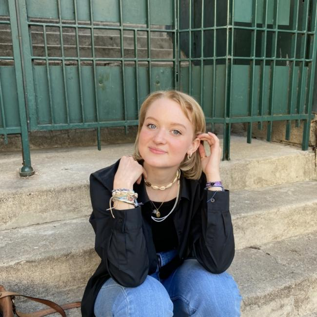 Baby-sitter in Paris: Clémence