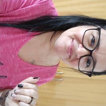 Babá em V Redonda: Eliane