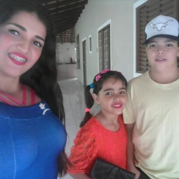 Babysitter Goiânia: Adriana