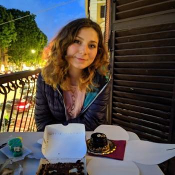 Babysitter Naples: Suela