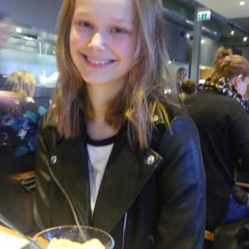 Babysitter Cardiff: Sophia