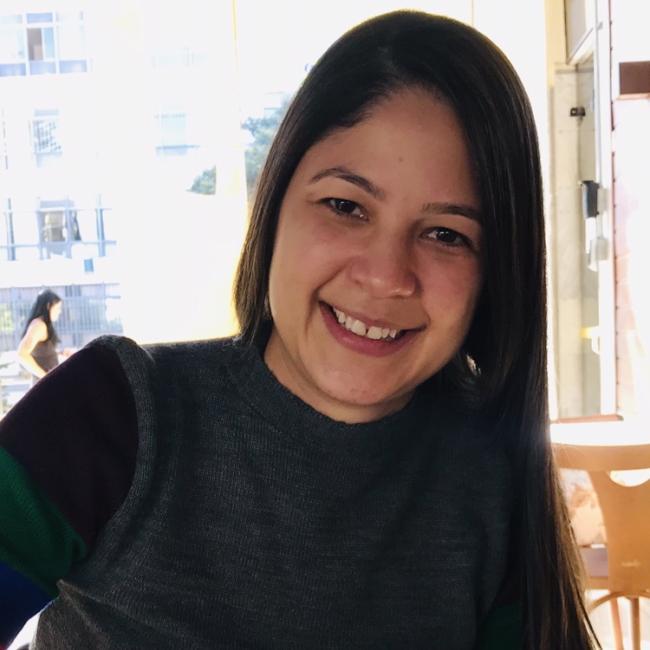 Emprego de babá em Goiânia: Tatiana