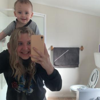 Babysitter Napier City: Lyrique