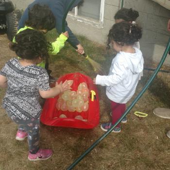 Babysitting job Edmonton: babysitting job Wegdan
