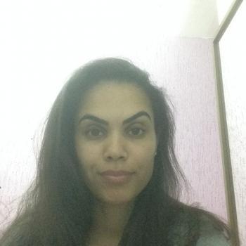 Babysitter Brasília: Mônica