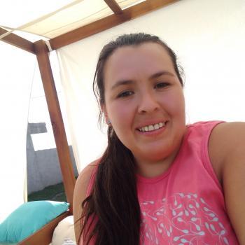 Niñera en Maquinista Savio: Mirta