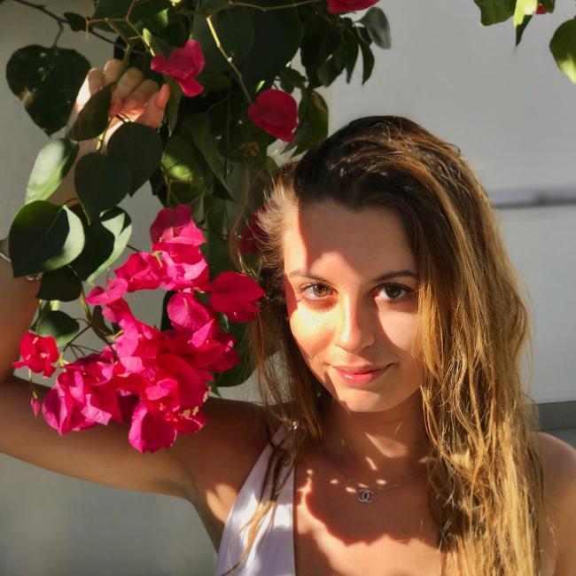 Babysitter em Faro: Maria