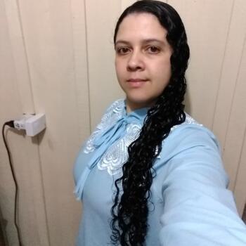 Babá em São José dos Pinhais: Denise