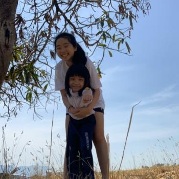 Babysitter in Singapore: Tee