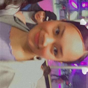 Babysitter in Auckland Airport: Valentina
