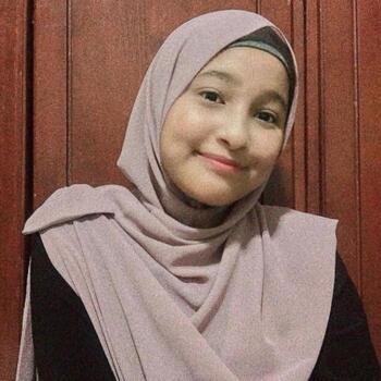 Babysitter in Singapore: Farah