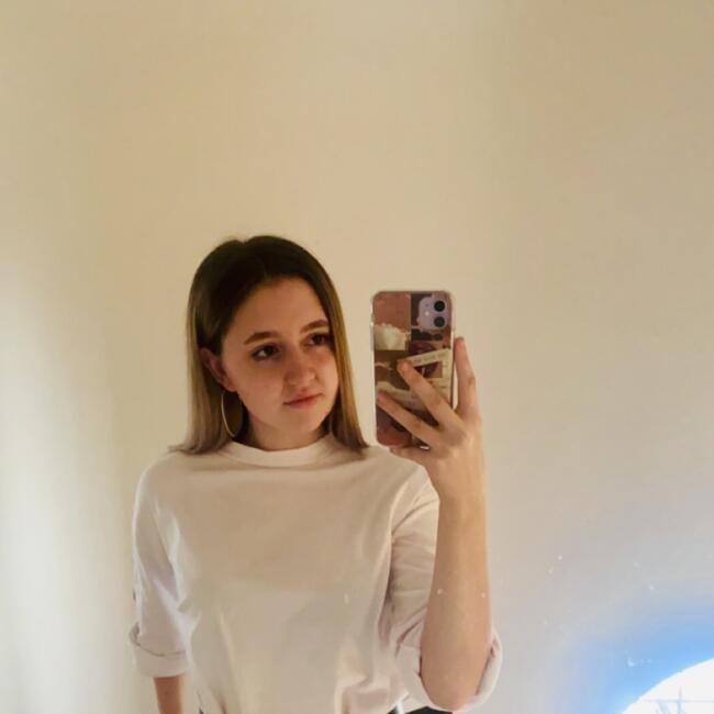Babysitter in Birmingham: Amie