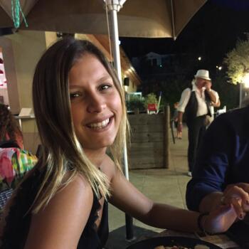 Baby-sitter in Saint-Raphaël: Carla