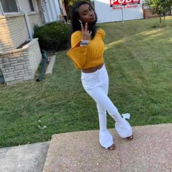 Babysitter in St Louis: Errika