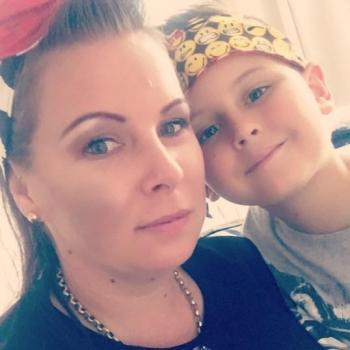 Parent Cannonvale: babysitting job Lucy