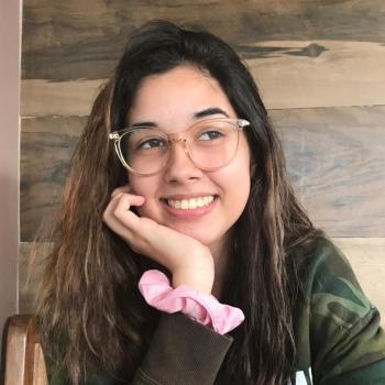Babá em V Redonda: Mariana