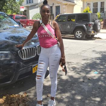 Babysitter Fresh Meadows: Dwainette Yeadwainette
