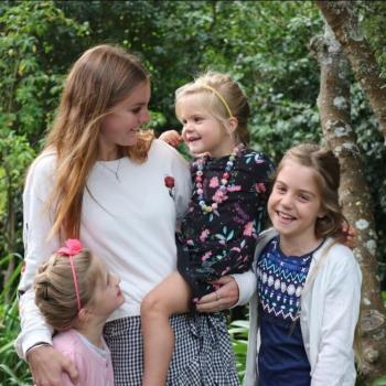 Babysitter Darwin: Abby