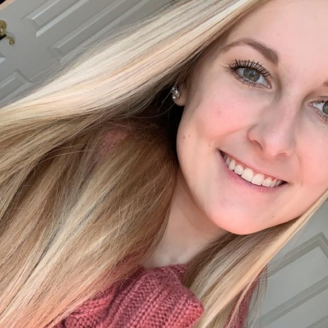 Babysitter in Greenwood: Lauren