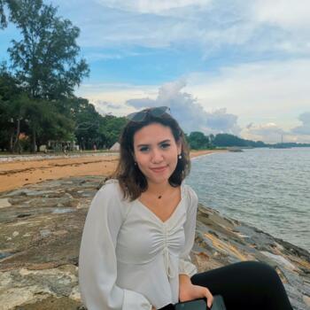 Babysitter in Singapore: Siti
