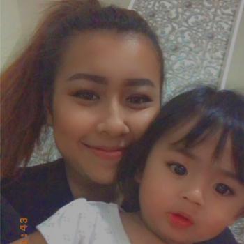 Babysitter Singapore: Elly