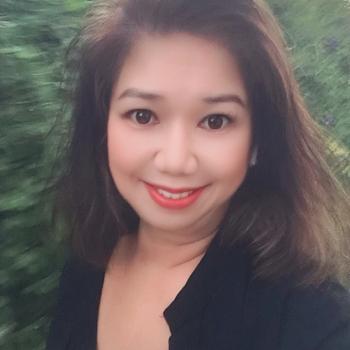 Babysitter Singapore: Kris