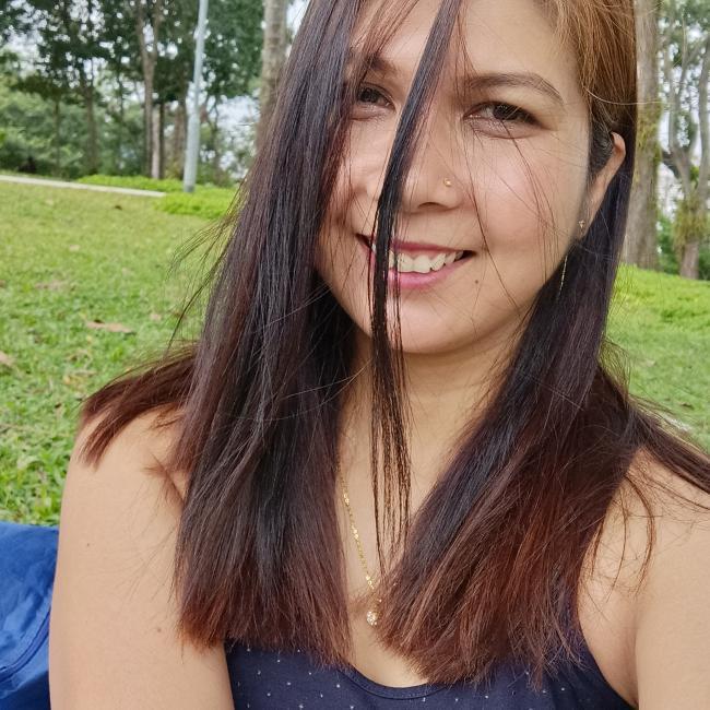 Babysitter in Singapore: Shella Marie