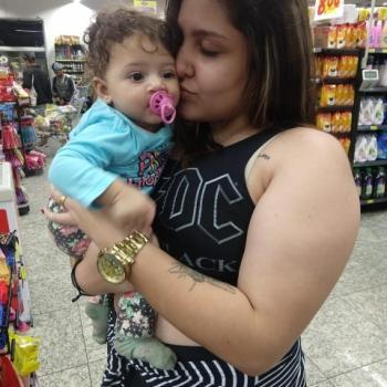 Babysitter Vila Velha: Sharon