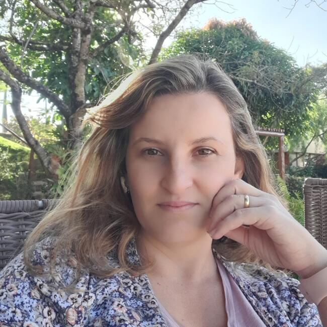 Babá em Belo Horizonte: Leila Joana De Oliveira